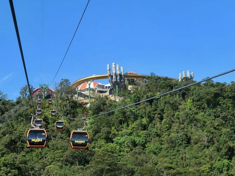 The Cable car to Bana Hill with Golden Bridge